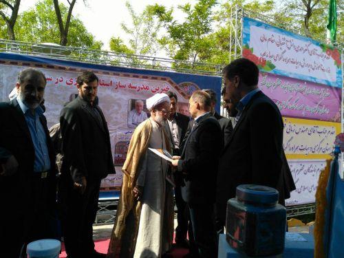 بازدید امام جمعه محترم اراک از غرفه پرین بتن در نمایشگاه خیرین مدرسه ساز