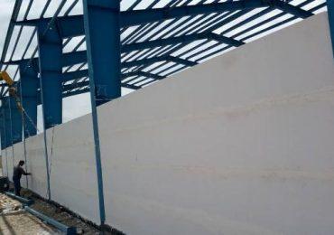 نصب پانل های پیرامونی سوله های صنعتی با پانل مسلح پرین بتن